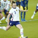 Sam Mewis scores three goals in 4-0 USWNT win over Colombia